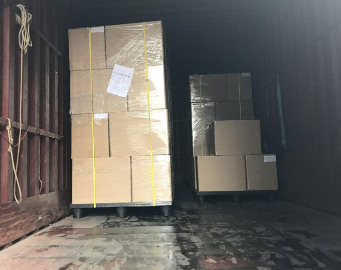 Packing for shipping of plastic packaging cases